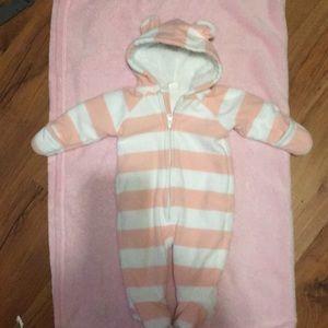 Infant girls winter onesie 0-3 mths. Never worn!